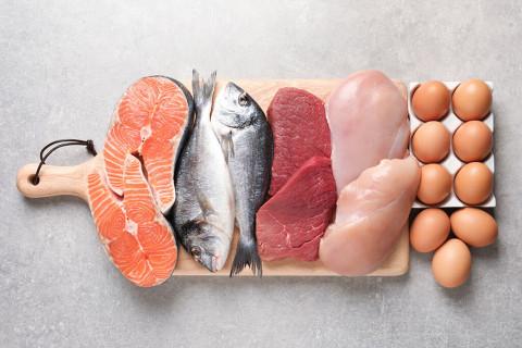 ダイエット中の栄養は魚や鶏肉で摂りましょう