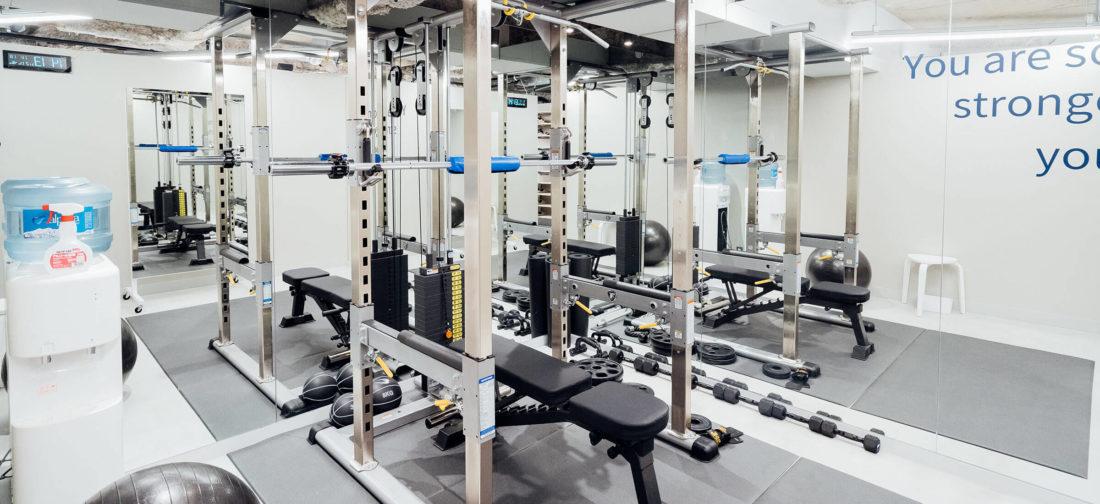 UNDEUX横浜スタジオは完全個室では無いパーソナルトレーニングジム密室では無いことが特徴